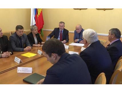 По инициативе врио главы региона Игоря Артамонова состоялась встреча директоров аграрных техникумов и училищ с руководителями крупных агрофирм области.